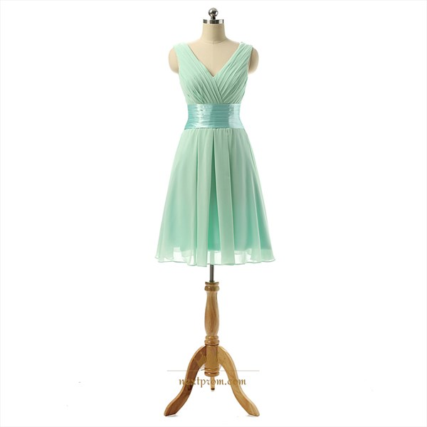 Classic Light Green Sleeveless Chiffon Knee Length Bridesmaid Dress