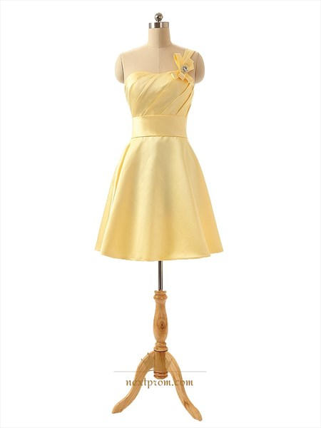 Modest Yellow One Shoulder Knee Length Homecoming Dresses With Belt